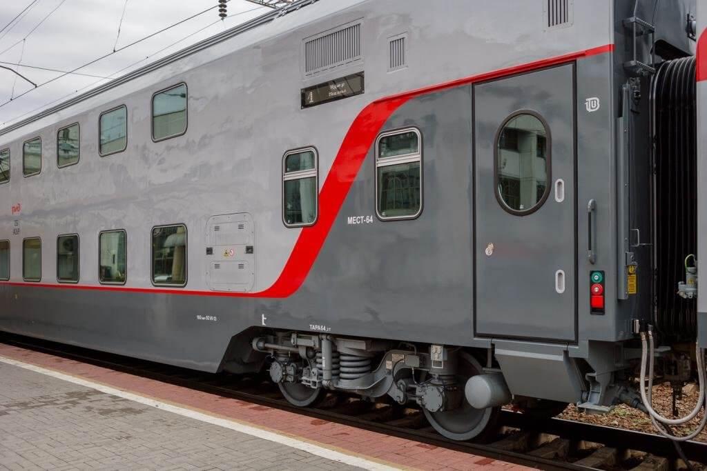 Фирменный двухэтажный поезд Кисловодск-Москва