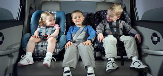 Правительство разрешило перевозить детей от 7 лет на заднем сиденье без автокресла